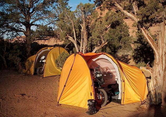 Экспедиционная гараж - палатка Redverz для мото - туристов