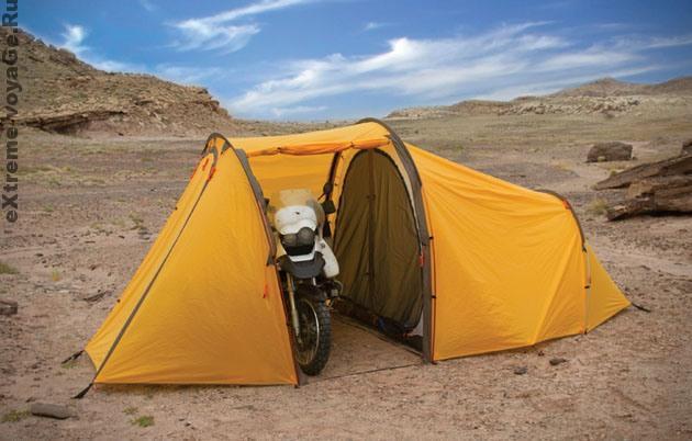 Палатка - гараж Redverz развернута на открытом месте