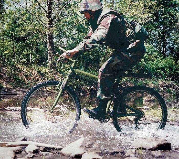 Швейцарский пехотинец на велосипеде