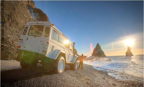 Внедорожник Land Rover Defenders и неземные виды Исландии