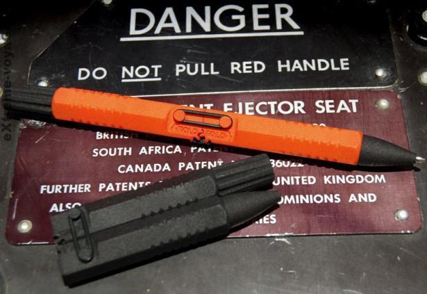 Складная тактическая ручка D180 с контейнером для НАЗ