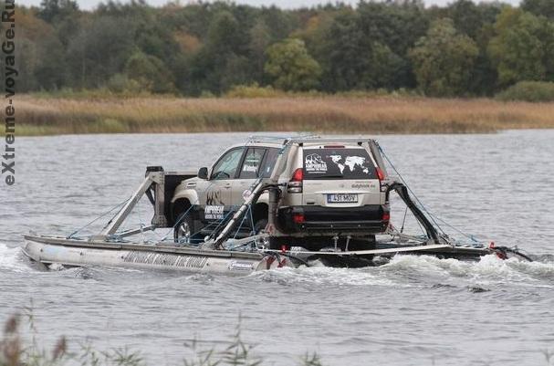 Amphibear переправляется через реку