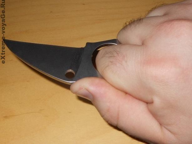 Способ хвата боевого ножа Spyderco Swick3