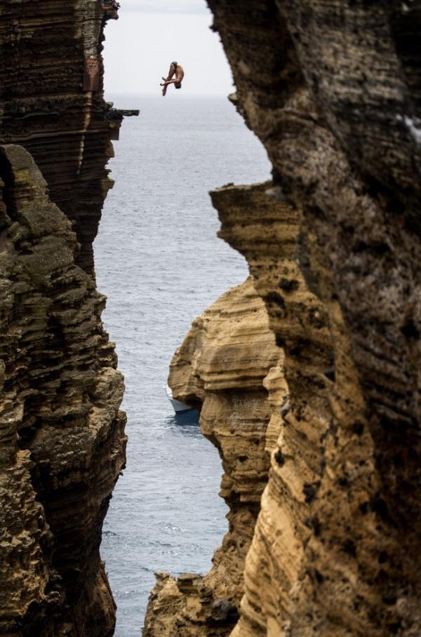 Португалия, Азорские острова, исполняет колумбиец Дюк Орландо