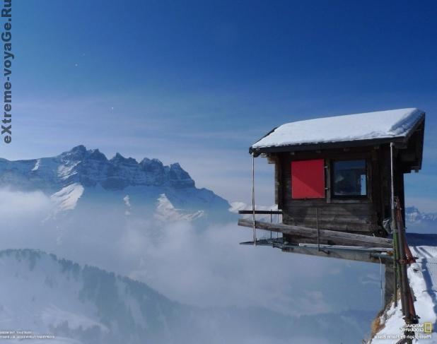 Швейцария, курорт горнолыжников Шампуссин, вид на Ле Дан-дю-Миди (горы)