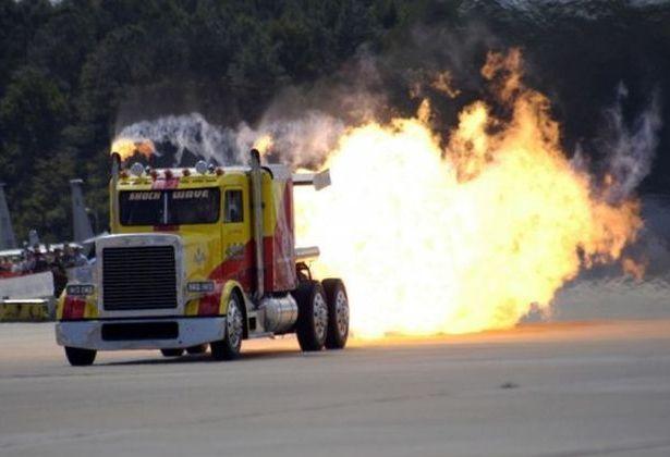 Экстремальный реактивный грузовик Peterbilt Semi: 605 км в час
