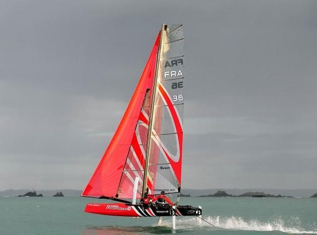 Flying Phantom парит над волнами