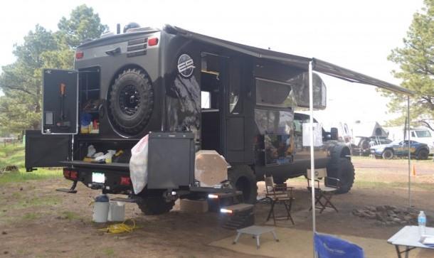 Автодом EarthRoamer XV-LTS на кемпинговой стоянке