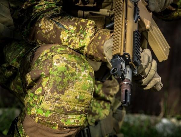 Защитные наколенники в боевой экипировке UF PRO
