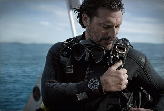 Защищенные наручные часы с глубиномером Aquis Depth Gauge