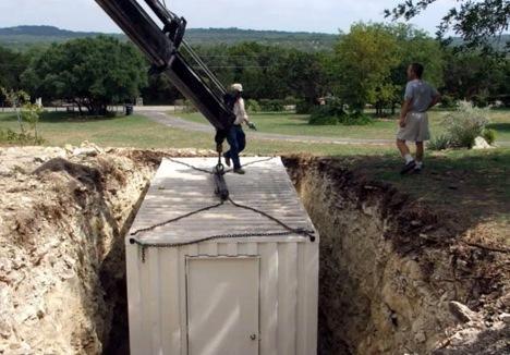 Один из простейших и средних по затратам вариантов обустройства надежного бункера на даче