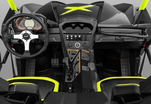 Управление в кабине Maverick X DS Turbo
