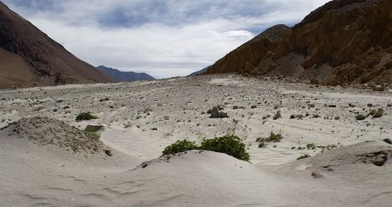 Высокогорная пустыня. Найти воду здесь непросто, но можно.