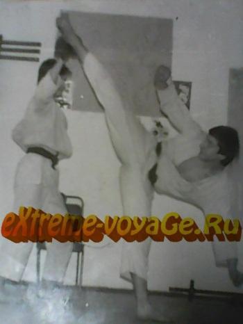 Из личного архива автора. 1988 год. В своей секции каратэ.