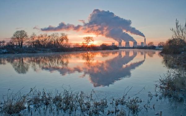 Дым промышленных предприятий и ТЭС виден за десятки километров