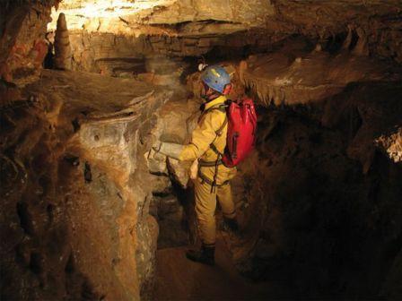Опасности в пещерах: сырость