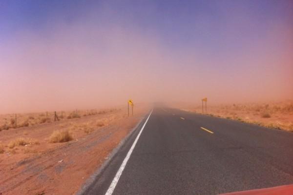 Поездка по пустыне: выживание в песчаной буре