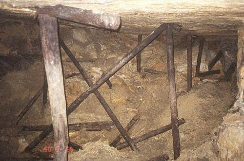 Опасность обвалов в старых штольнях - максимальная