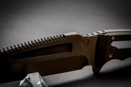 Нож с серрейтором SAWNTO Knife