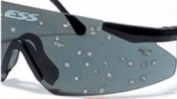 Вмятины на очках ESS Crossbow Suppressor после выстрела дробью №6