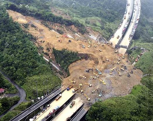 Селевой поток разрушил дорогу