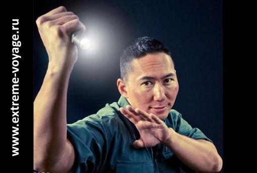 Как защититься от нападения с тактическим фонарем