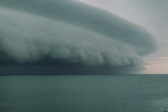 Тайфун надвигается на сушу