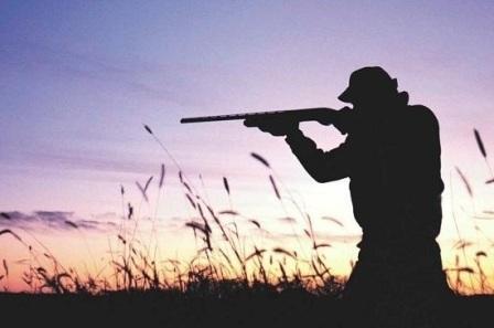 Охотник с охотничьим ружьем