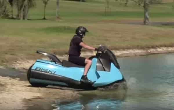 Gibbs Biski: мотоцикл-амфибия на берегу