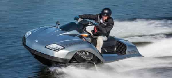 Gibbs Triski: трицикл-амфибия на воде