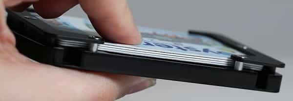 контейнер комплекта Jackfish Survival вмещает 4 кредитные карты