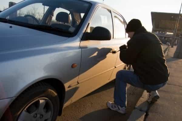 Как защитить автомобиль от угона и кражи колес