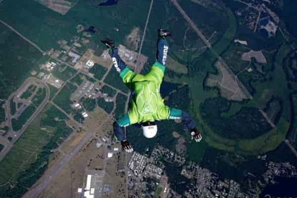 Люк Айкинс: прыжок без парашюта с высоты 7,6 км