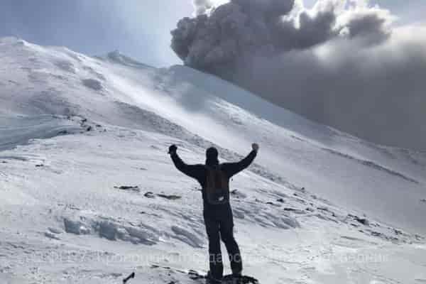 Камчатский вулкан Камбальный угрожает туристам и экстремалам