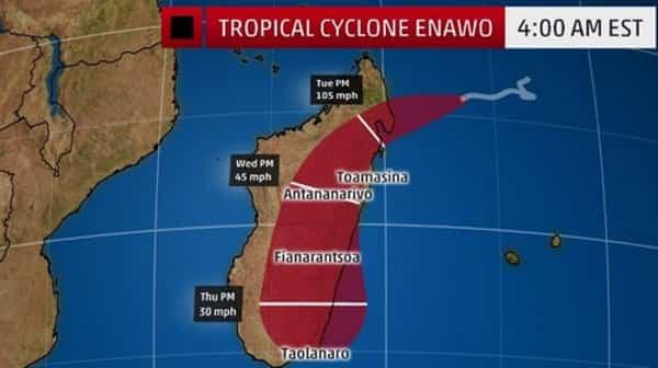 Тропический циклон Энаво бушует на Мадагаскаре: видео