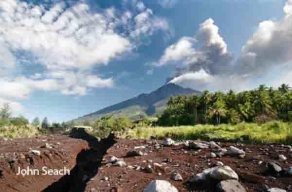 Красный уровень угрозы для стратовулкана в Папуа!