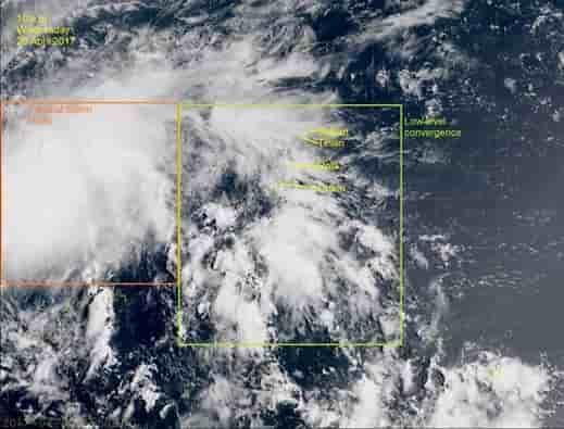 Водяной смерч и тропический шторм в Тихом океане