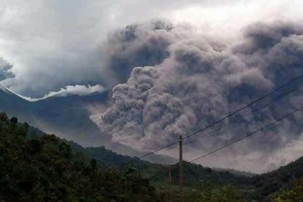 Извержение вулкана Фуэго: оранжевый уровень угрозы (видео)