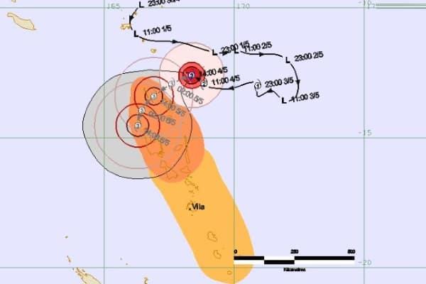 Вануату в объятиях тропического циклона Донна + видео
