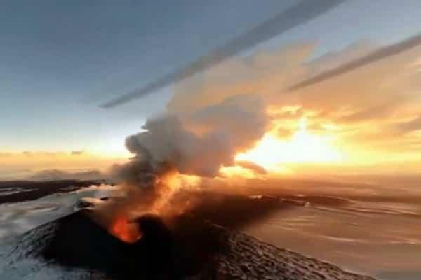 В России буянят вулканы: тройной пеплопад на Камчатке