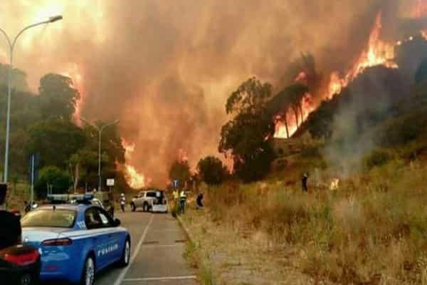 Извержение Везувия: Италия горит, Неаполь эвакуируют